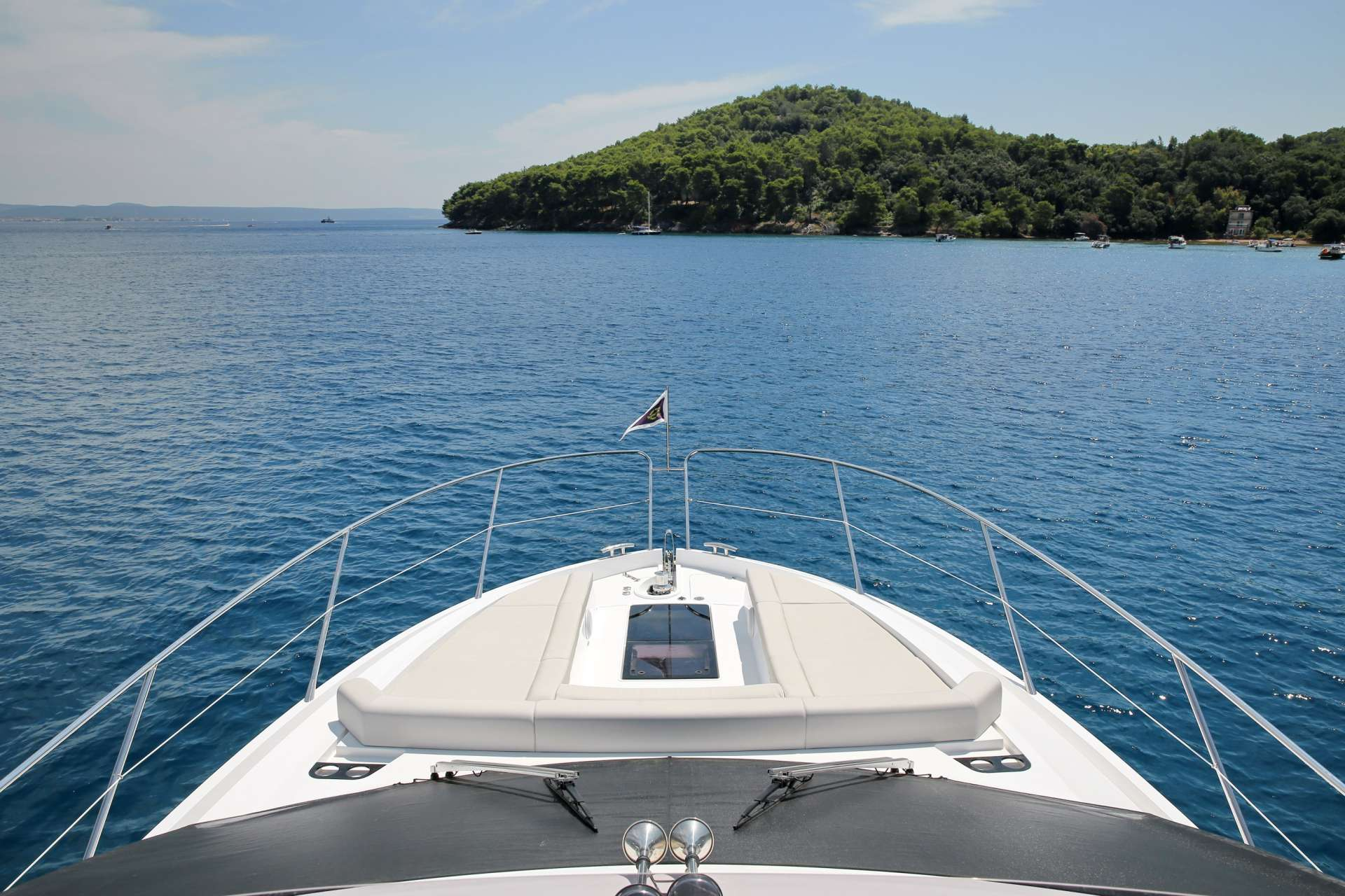 Sunseeker Manhattan 52 CICO_bow_view from flybridge