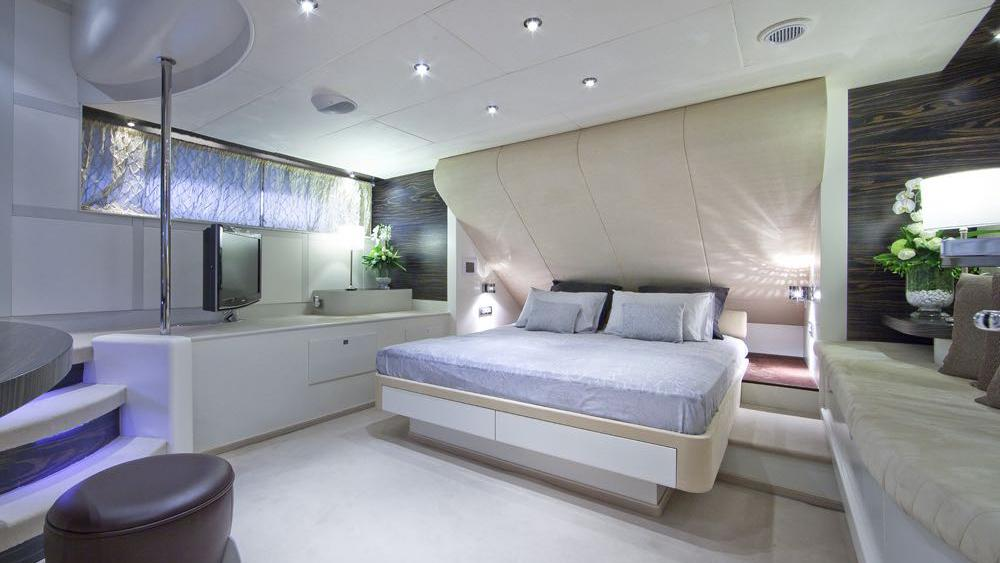 ONE BLUE guest cabin