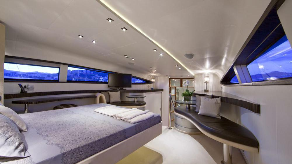 ONE BLUE master cabin